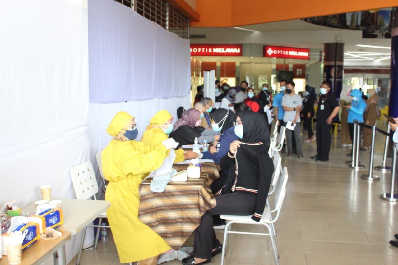 Vaksinasi karyawan Mall Of Serang